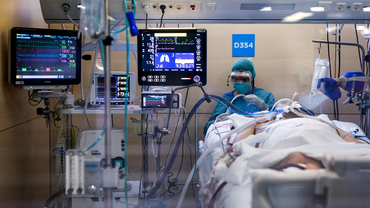 Study Reveals Men Are 3 Times More Likely To Need The ICU For COVID-19 Treatments