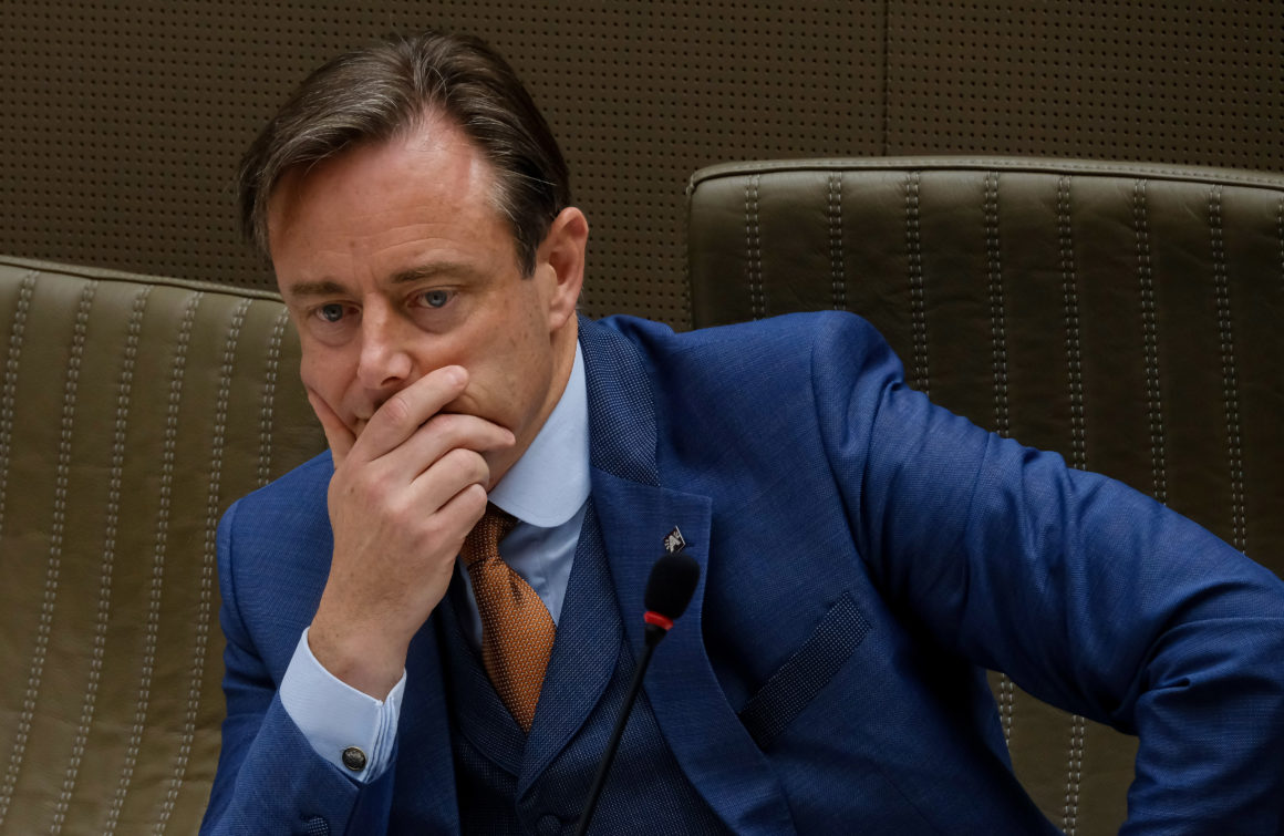 Mayor of Antwerp Blaims Orthodox Ignorance of COVID-19 Restrictions For Growing Anti-Semitism