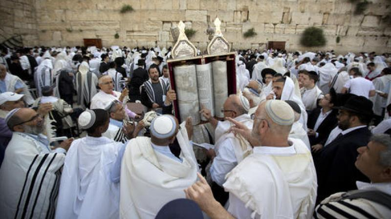 After A Year-And-A-Half, Worshippers Finally Gather At The West Wall For Passover Priestly Blessing