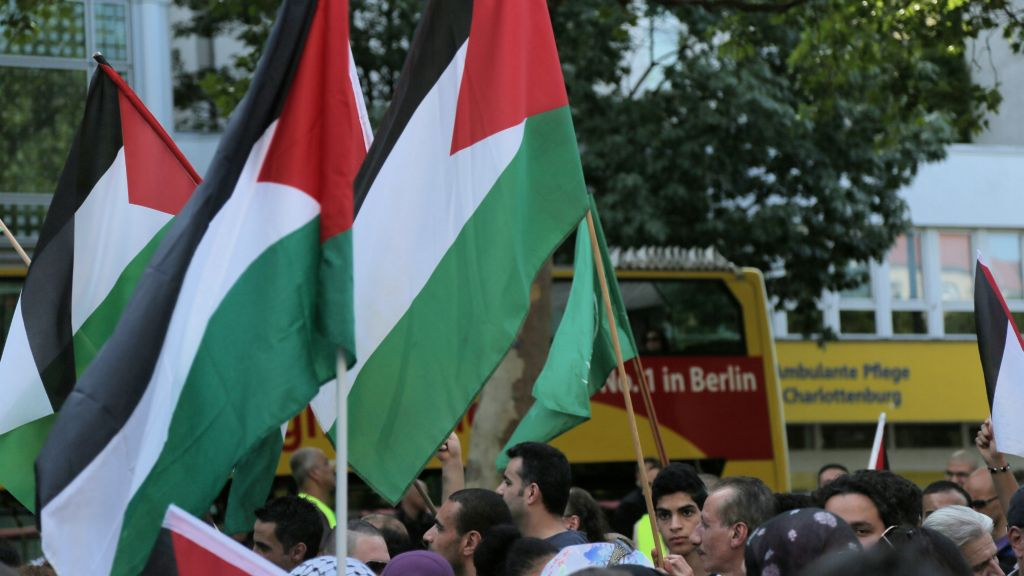 200 Pro-Palestine Protesters Chant Antisemitic Slurs Outside German Synagogue