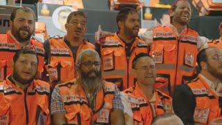 "Ichud Hatzolah Volunteers Singing Shragi's Song ""Kerachem Av"""