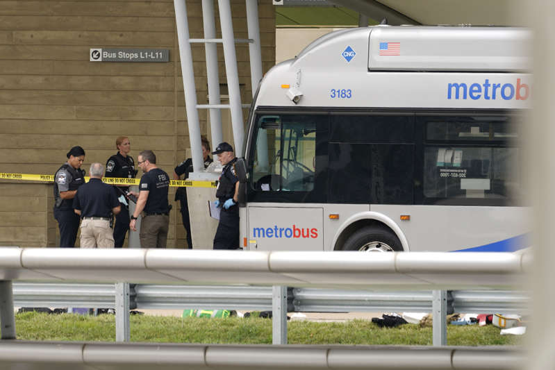 Cops kill suspect who stabbed dead another cop outside Pentagon