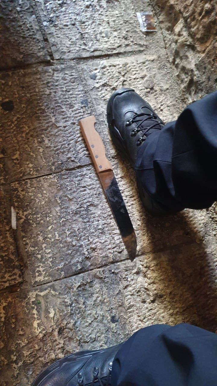 Israeli cop wounded in stabbing attack at Lion's Gate