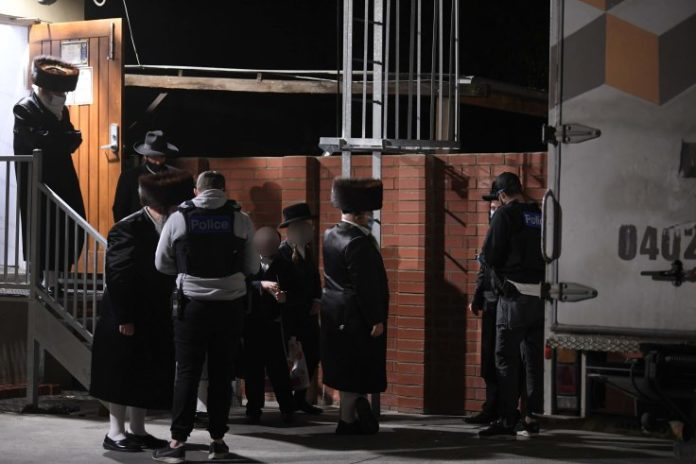 Melbourne police impose a $5452 fine to 6 Chareidi worshippers for violating the COVID-19 restrictions