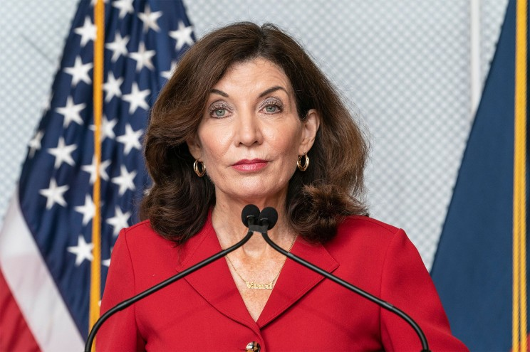 Gov. Hochul issues apology to families of nursing home COVID victims